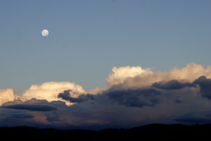 Moon_over_cumulus